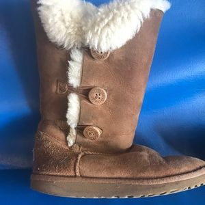 Button Up UGG Boots (Girl's 4)